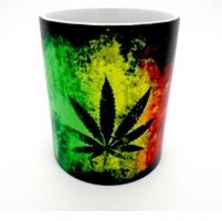 MUG  «  Feuille Cannabis sur drapeau  »