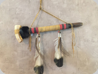 CALUMET Amérindien recouvert de Rawhide de 41 cm
