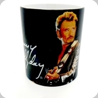 Mug Johnny à la guitare